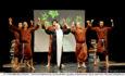 San Costanzo Show dissacra la letteratura Il cognome della Rosa fa esplodere il riso