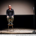 Sit down comedy, la sfida impossibile del comico seduto